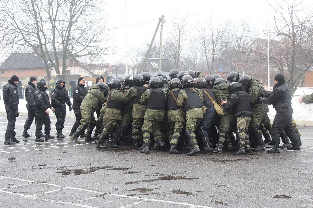 Закарпатських поліцейських перевірили на готовність до виконання поставлених завдань