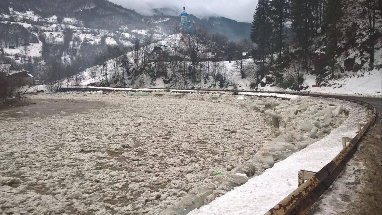 """Рятувальники оприлюднили оперативну інформацію про наслідки """"снігового паводку"""" станом на ранок"""