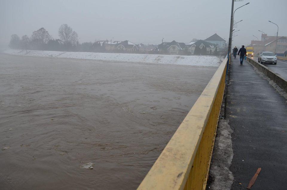 Рівень води у річці Латориця в межах Мукачева впав на 85 сантиметрів
