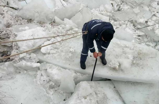 Щоб розблокувати льодохід у Хусті, піротехніки здійснили 18 підривів льодяних заторів