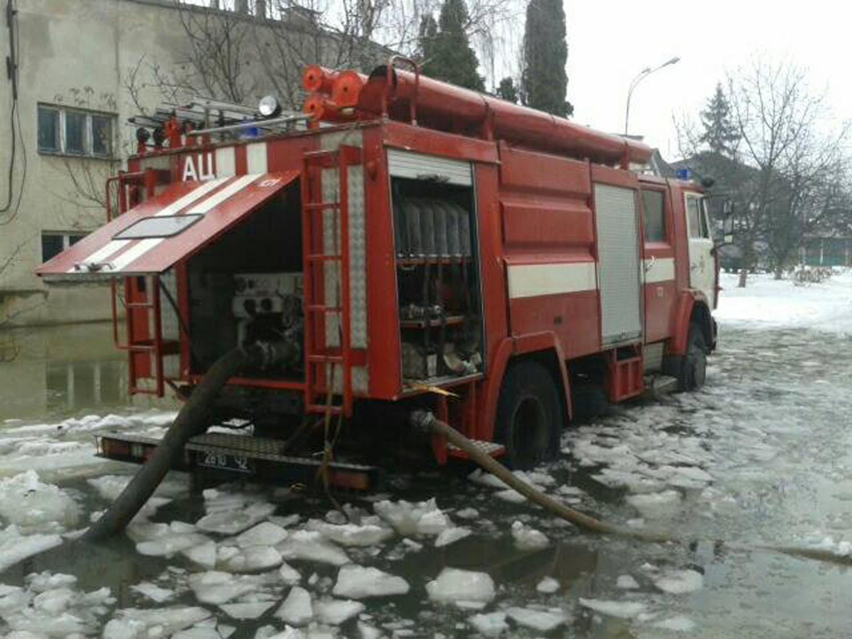 Льодовий затор на україно-словацькому кордоні неподалік Ужгорода затягнувся на 5,5 кілометрів