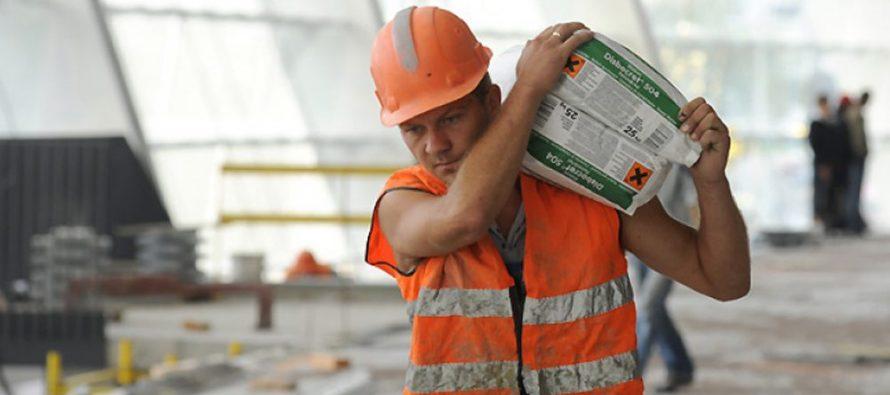 Соціологи назвали основні труднощі, з якими заробітчани стикаються за кордоном