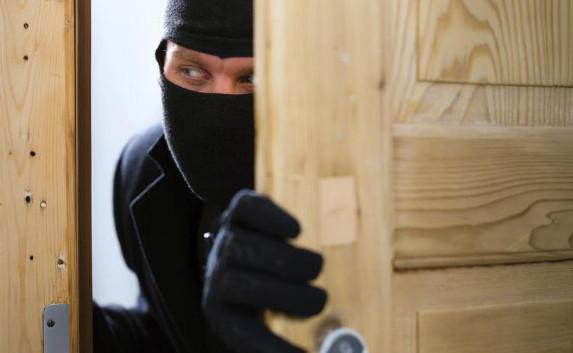 Поліцейські Мукачева затримали чоловіка, який обікрав свій колишній будинок