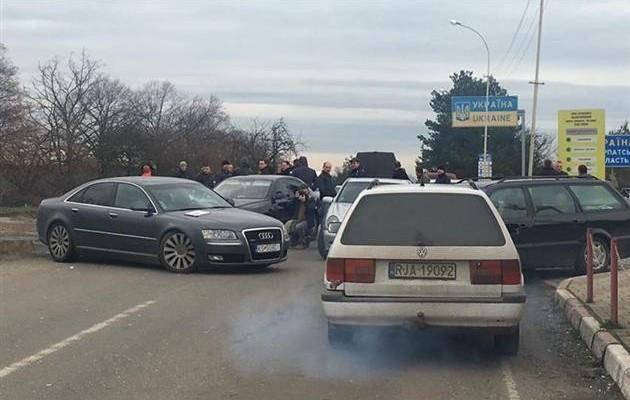 """Закарпатські """"пересічники"""" відправили Президенту України листа з проханням переглянути процедуру розмитнення автомобілів"""