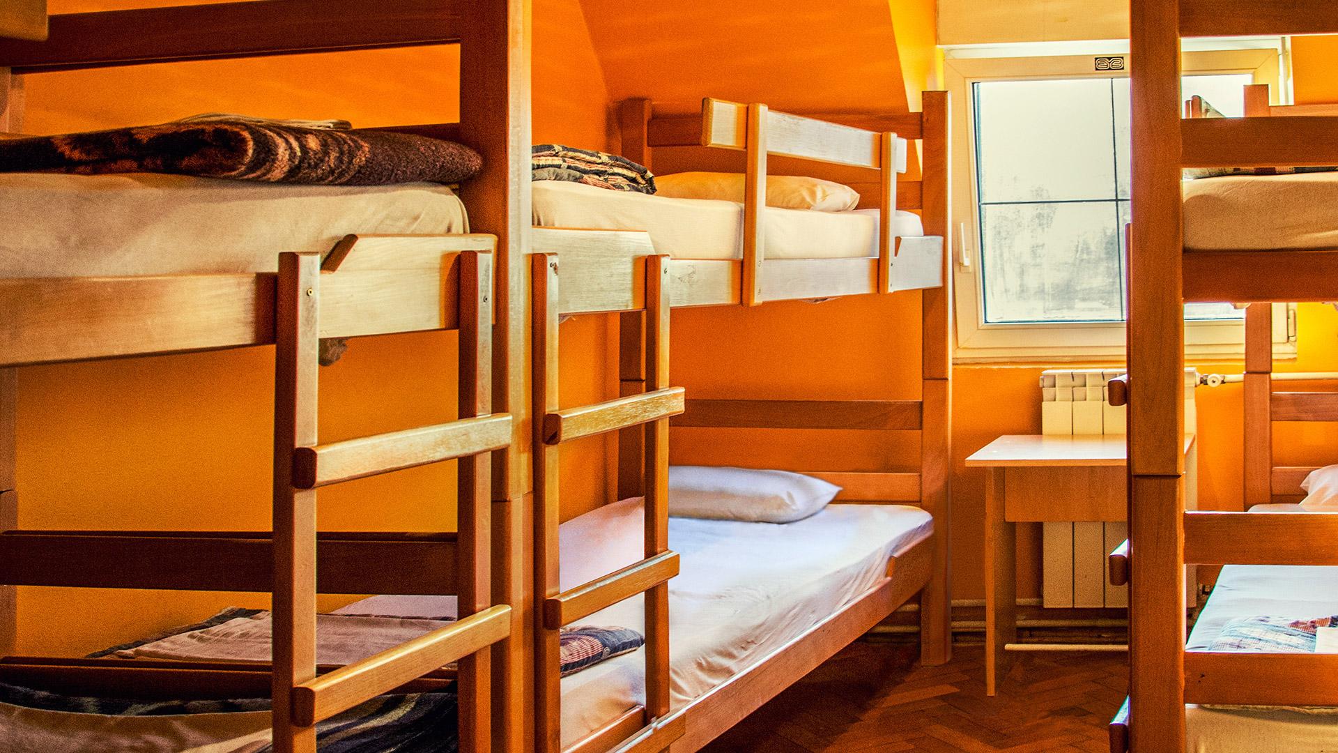 В Ужгороді поліцейські викрили студентку, яка у хостелі обікрала свою сусідку