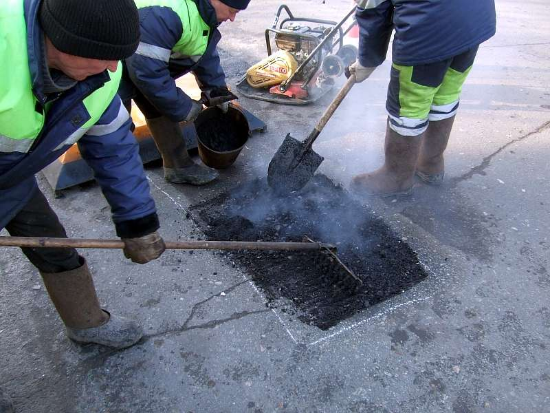 На вулицях Ужгорода проведуть ямковий ремонт доріг