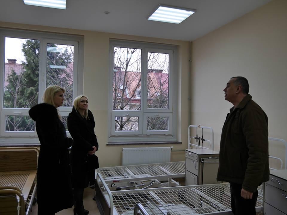 Ужгородська міська дитяча лікарня отримала в подарунок високоточний мікроскоп