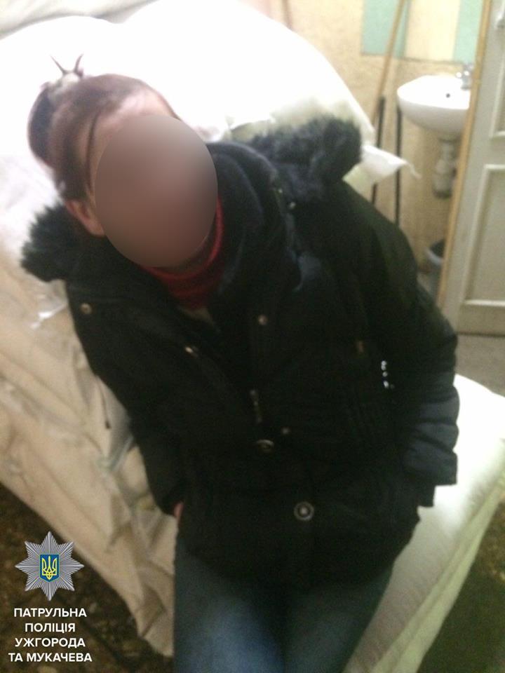 В Ужгороді затримали жінку, яка займалась крадіжками зі скриньок для зберігання речей у супермаркетах
