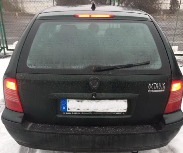 Чопські прикордонники затримали автомобіль з підробленим документом