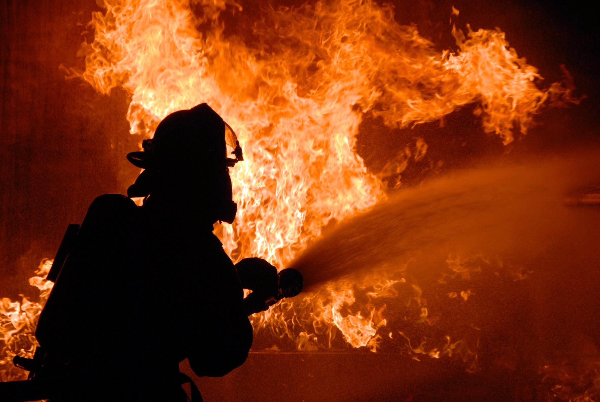 На Мукачівщині вогнеборці гасили пожежу у приміщенні магазину