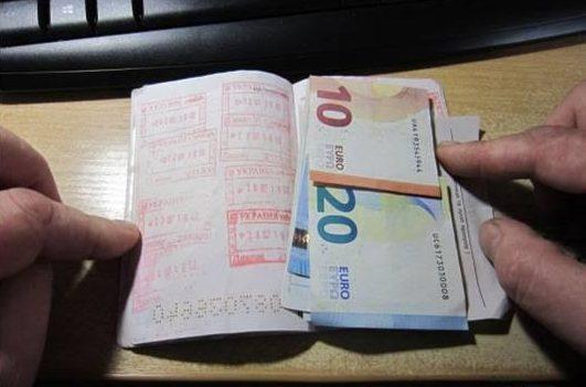 Прикордонник відмовився від хабара, який йому пропонував громадянин Румунії