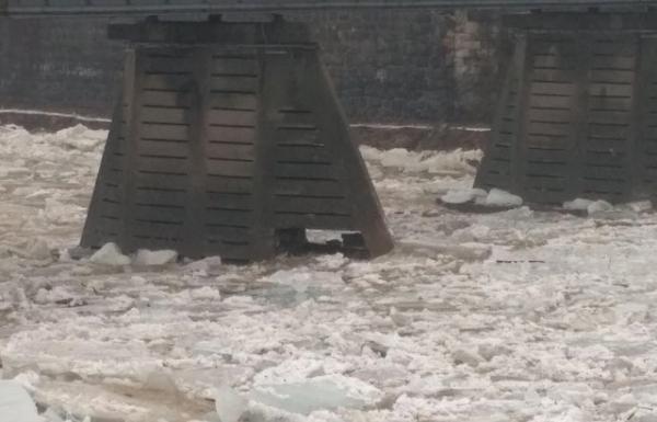 Пошкоджені опори ужгородського мосту небезпеки не несуть