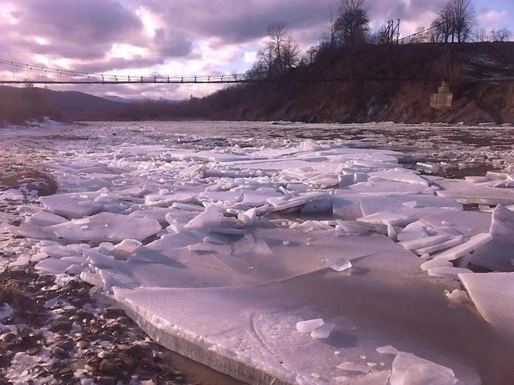 Угорці розблокують льодохід на Тисі за допомогою вибухівки