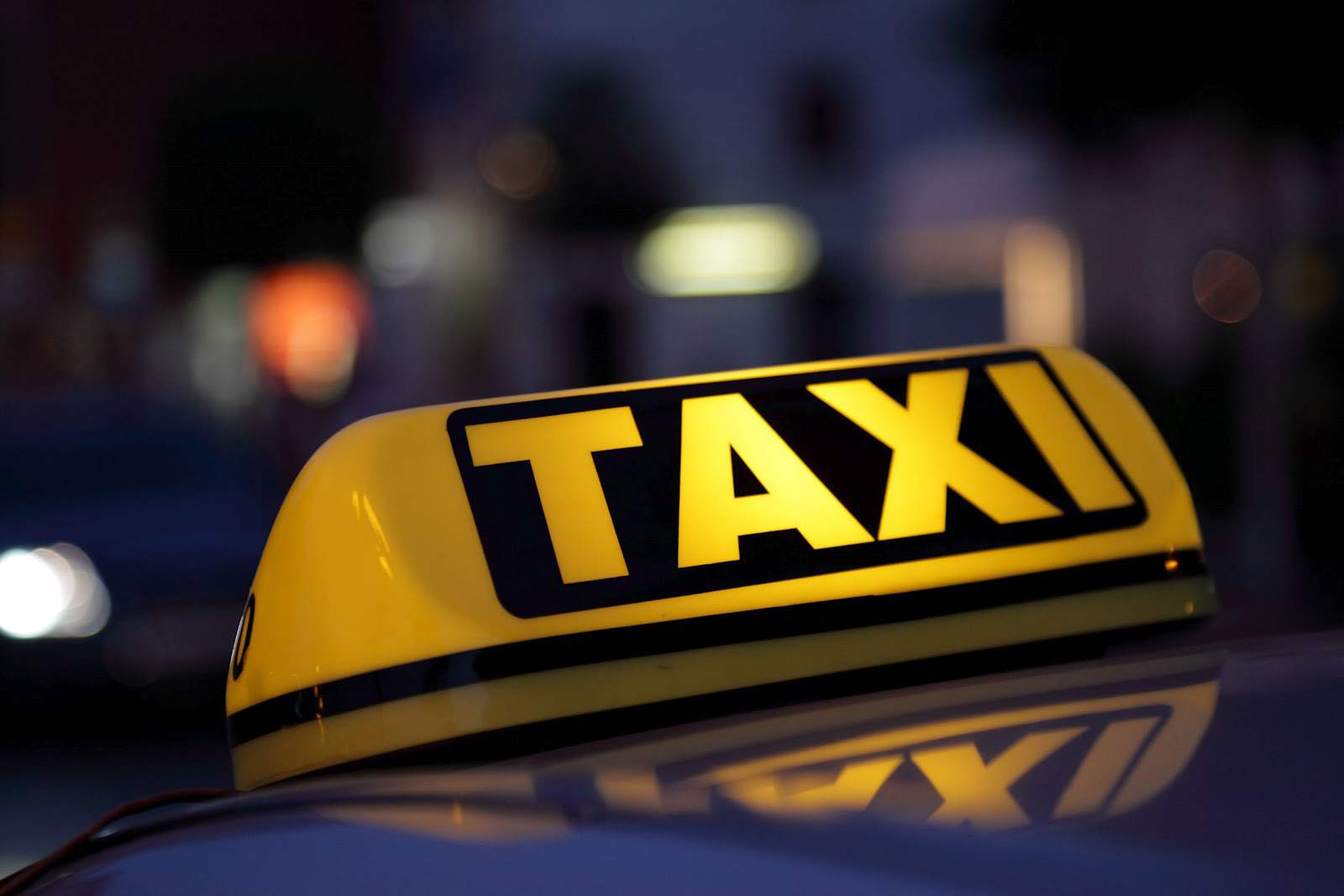 Нічні розбірки в Ужгороді: конфлікт між таксистом та молодиком закінчився бійкою