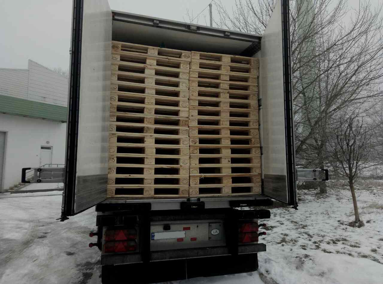 З України до Іспанії вантажівка у дерев'яних палетах перевозила сигарети