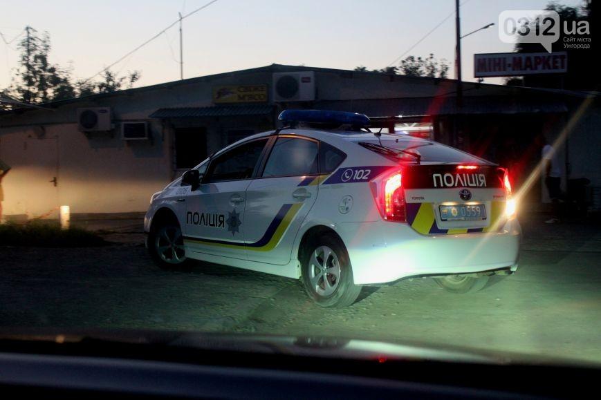 Автомобіль поліцейських не рухався, велосипедист сам в нього врізався: реакція патрульних на ДТП у Мукачеві