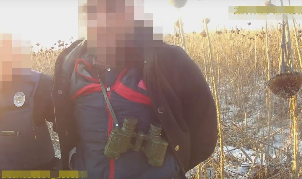 У Мукачеві патрульні затримали на гарячому крадіїв, які мали при собі саморобний вогнепальний пристрій
