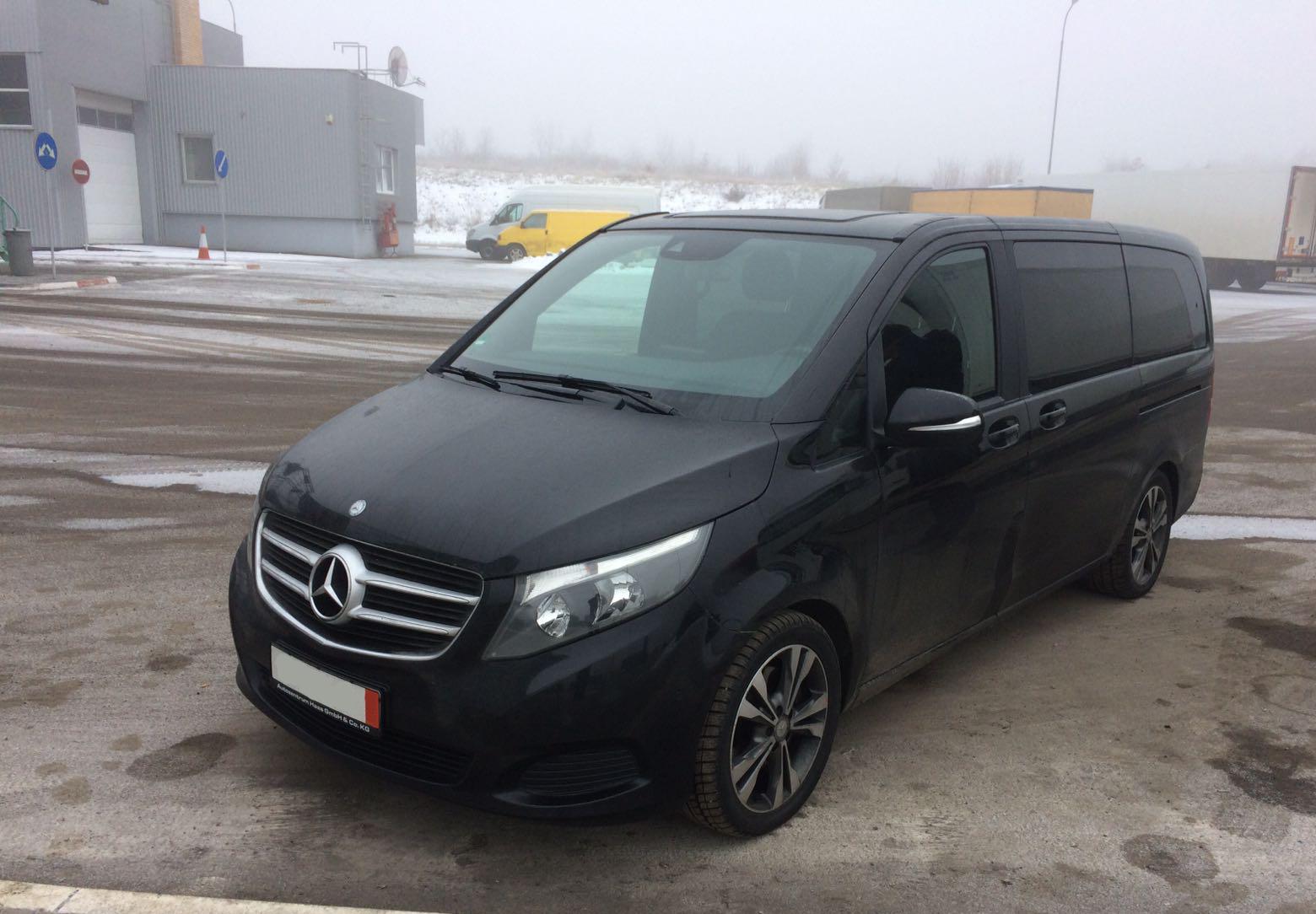 """На КПП """"Ужгород"""" українець занизив вартість автомобіля на суму понад 19 500 євро"""