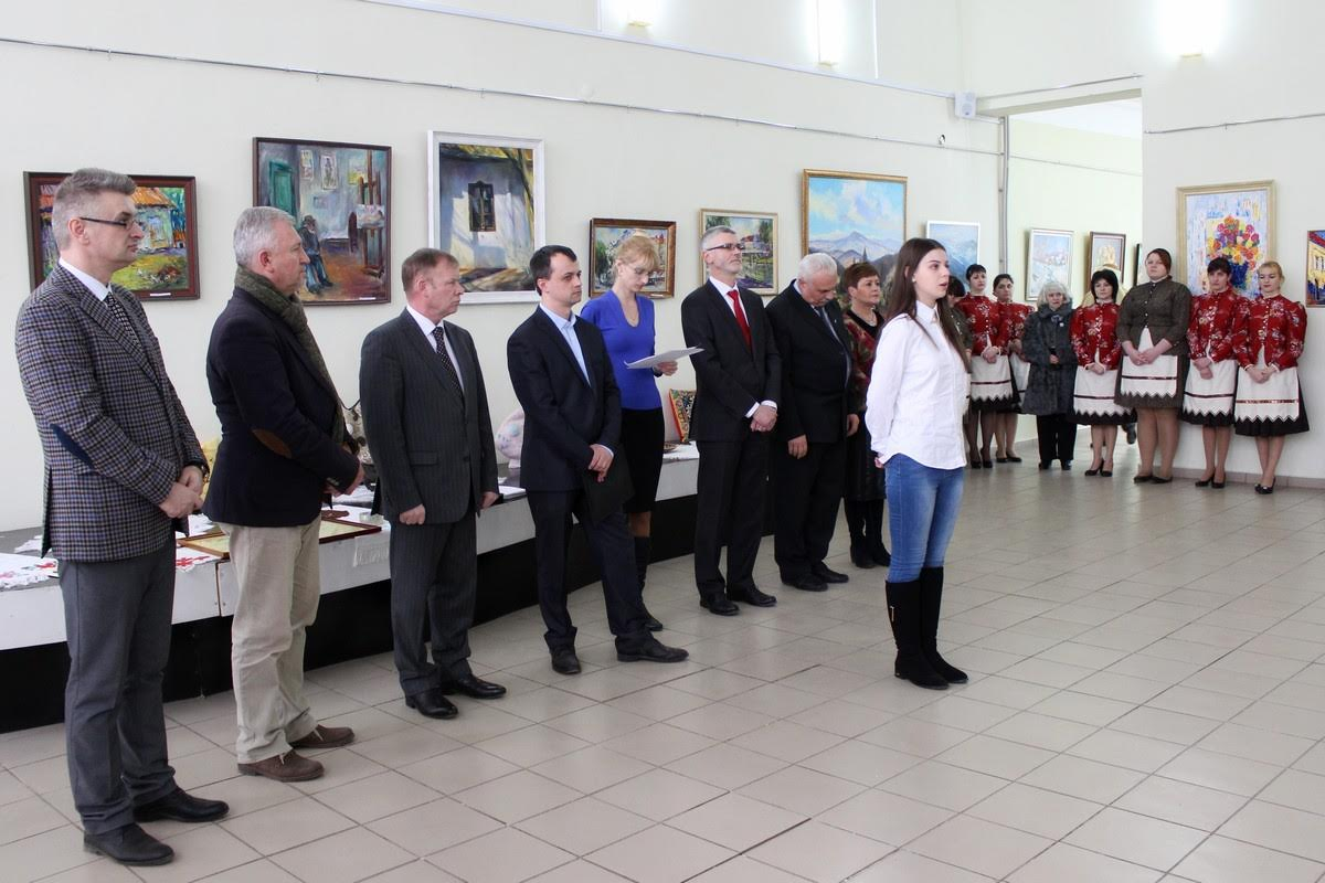 """В залах Закарпатського обласного музею народної архітектури та побуту відкрили виставку """"VIІI. Carpathica Art Expo"""""""