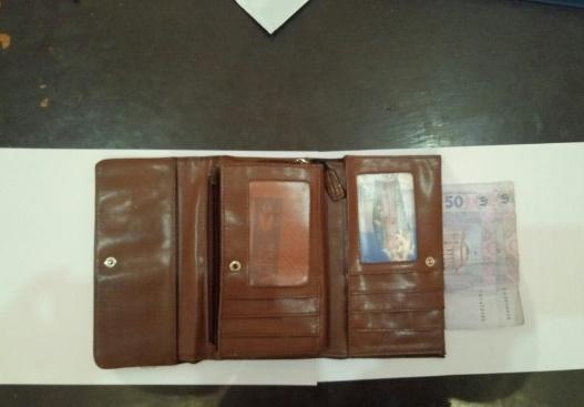 Поліція впіймала хлопця, який викрав гаманець із будинку мукачівки