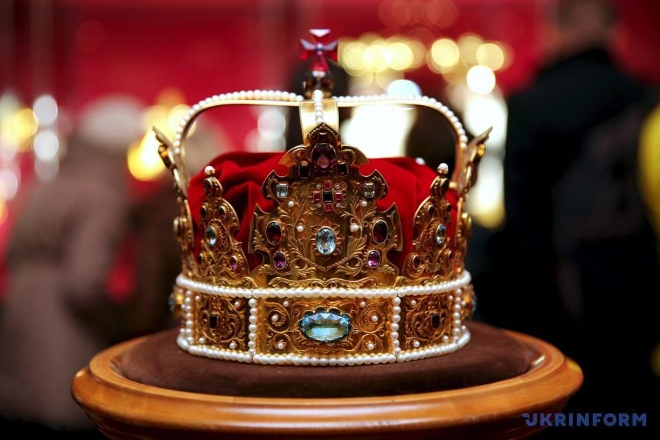 Ужгородцям покажуть унікальну колекцію корон різних країн та епох