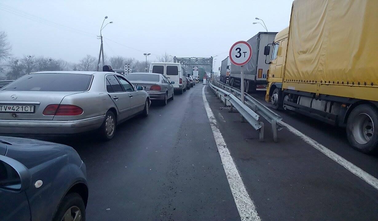 """Протягом січна щодоби через пункти пропуску в Закарпатській області ввозилось близько 1200 автівок у режимі """"транзит"""""""