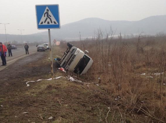 Семеро пасажирів постраждало: наслідки перекидання маршрутки поблизу Ужгорода