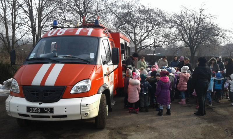 У Перечині рятувальники навчали дошкільнят правилам безпеки
