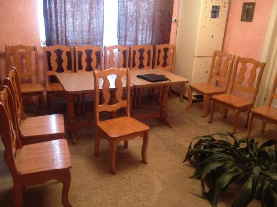 З готелю в Мукачівському районі вкрали 100 стільців, столи та батареї