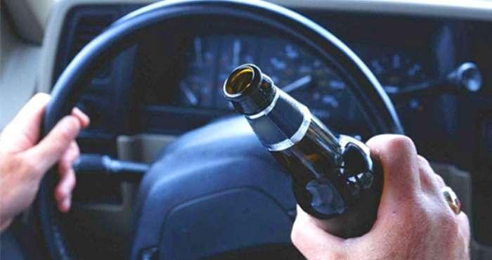 Водій їздив вночі на своїй автівці з вимкненими фарами. Як виявилось, був п'яний