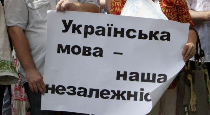 Закарпатці розповіли про своє ставлення до скандальних мовних законопроектів