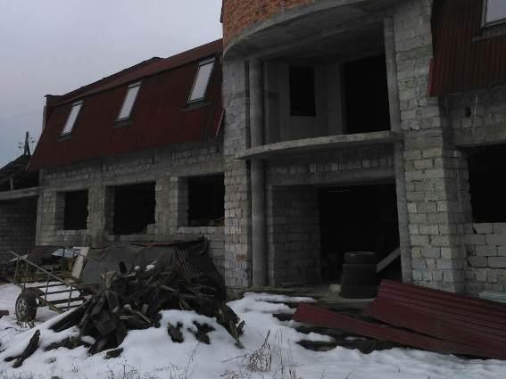 В Іршаві затримали викрадачів металу з новобудови