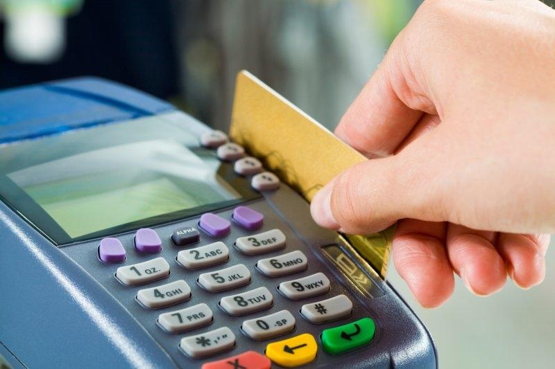 Мукачівець розраховувався за товар чужою банківською карткою