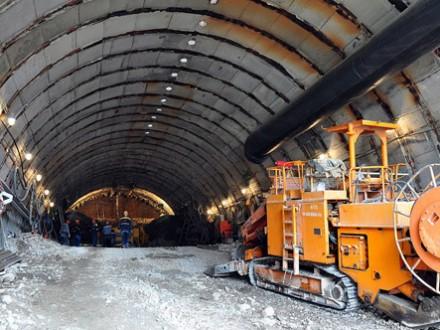 У Карпатах залізничники розпочали роботи на підходах до Бескидського тунелю