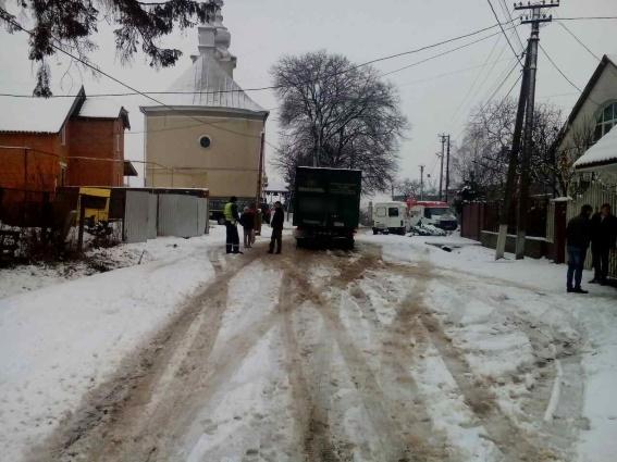 На Мукачівщині сталась смертельна ДТП: водій вантажівки не помітив пішохода і наїхав на нього
