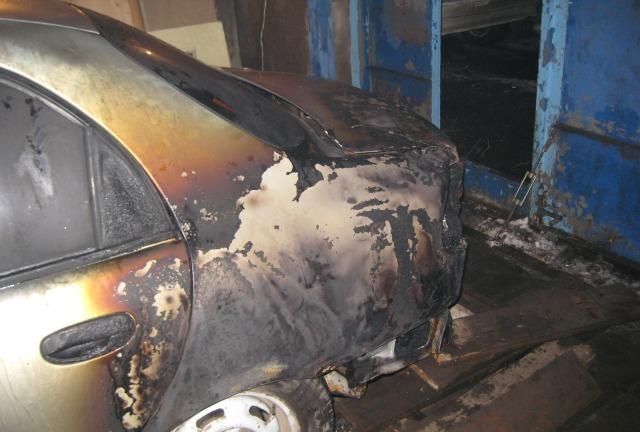 У Мукачеві горів автомобіль: вогнем знищено салон та пошкоджено лакофарбове покриття