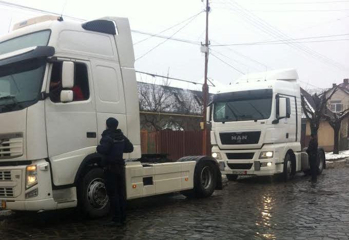 Поліція штрафує водіїв всіх каміонів, які в'їжджають у центральну частину Мукачева