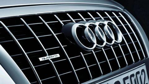 """Чоловіки по підроблених документах намагалися ввезти в Україну """"Audi"""" та """"BMW"""""""
