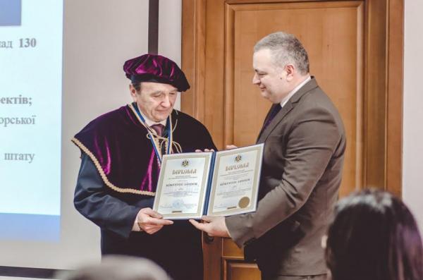 Науковець зі світовим іменем став Почесним доктором УжНУ