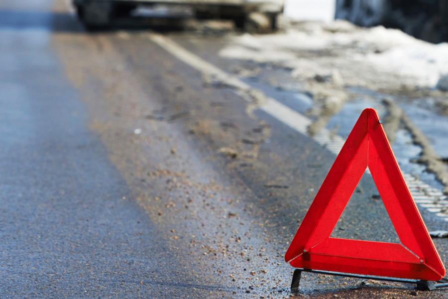 Під Мукачевом автівка насмерть збила пішохода. Водій з місця пригоди втік