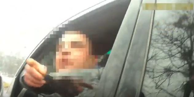 У Мукачеві патрульні зупинили водія, який вдарив свою колишню жінку