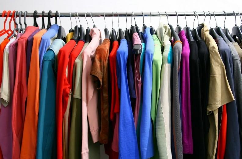 Журналісти з'ясували, чи є безпечним для закарпатців одяг, придбаний у секонд-хендах