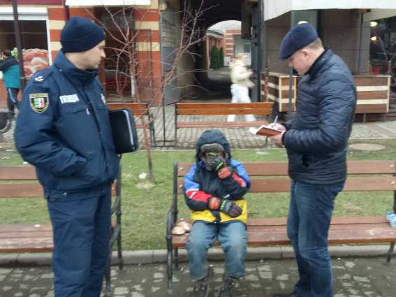 Поліція виявила чимало неповнолітніх жебраків на вулицях Закарпаття