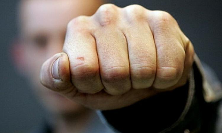 В Ужгороді двоє хлопців напали в під'їзді багатоповерхівки на пенсіонера, інваліда війни