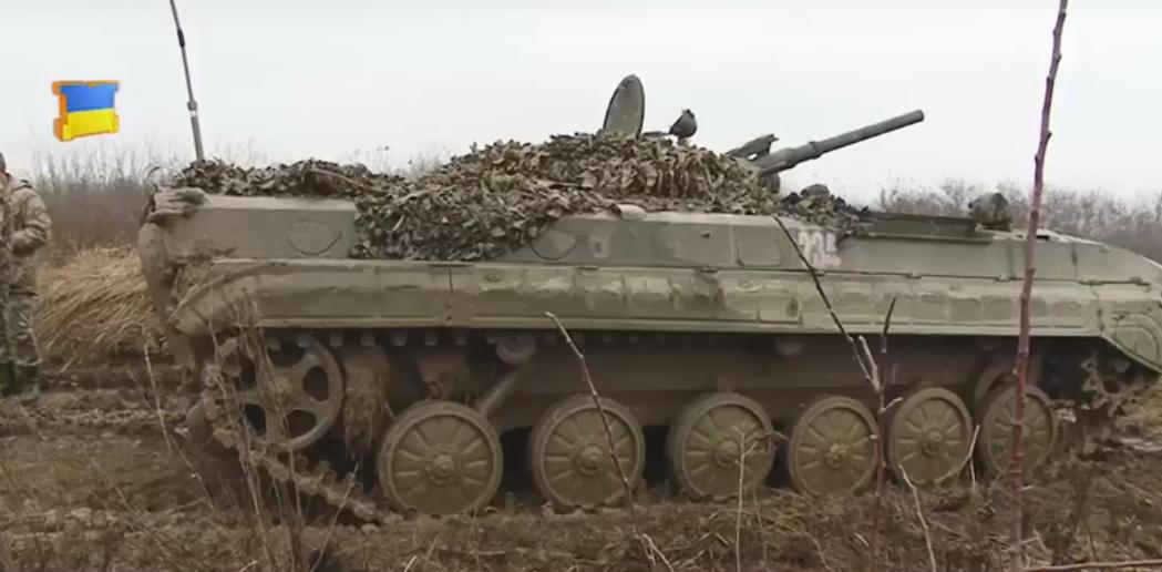 У Мукачеві з полігону чути відлуння гармат та БМП