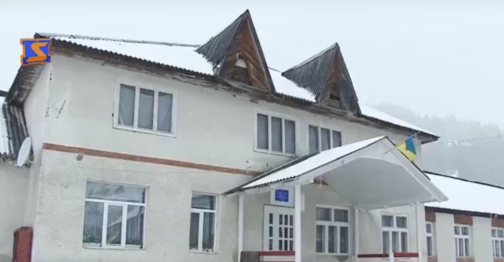 Аварійна школа на Тячівщині: навчання школярів під загрозою
