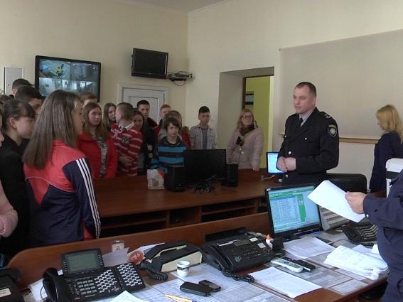Поліцейські розповіли школярам про небезпеку соціальних мереж