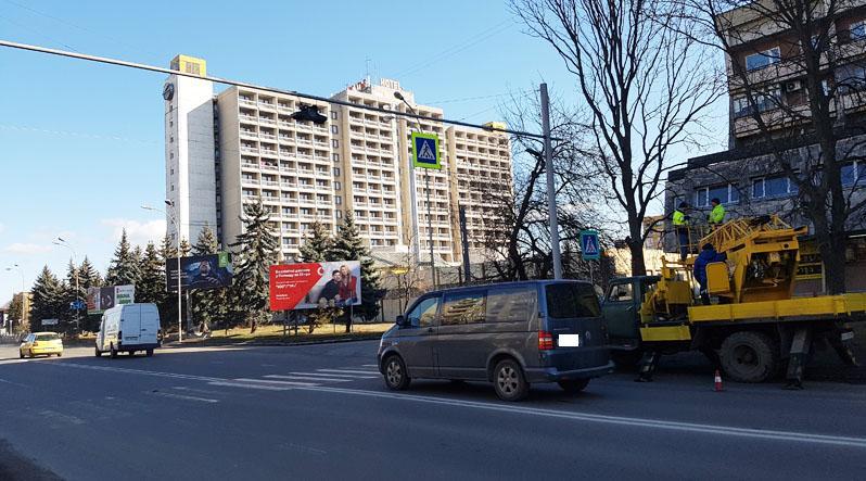 Жінка та дитина, які постраждали внаслідок ДТП в Ужгороді, й досі у лікарні