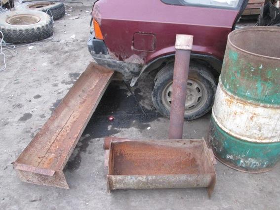 Чоловік проліз в складське приміщення та виніс звідти чимало металу