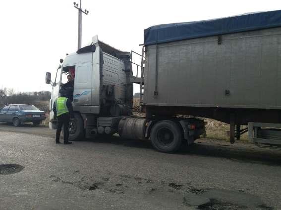 У Берегові через аварійність мосту обмежили проїзд вантажівок